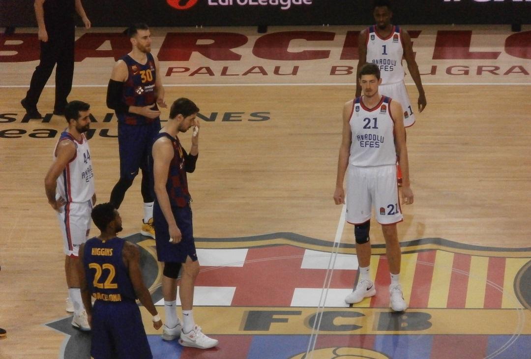Euroleague: L'Efes vince la battaglia del Palau contro il Barça