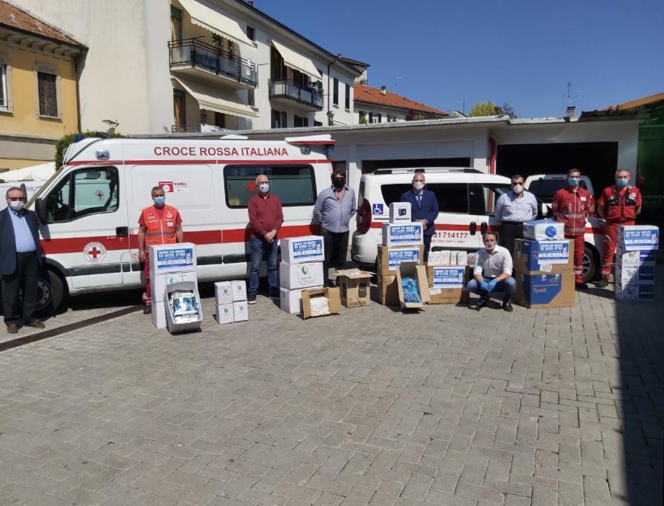 Cantù e solidarietà, consegnati materiali alla Croce Rossa