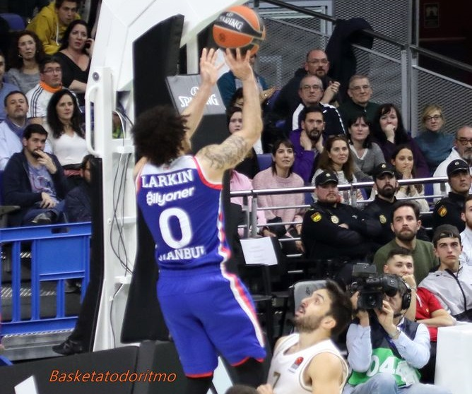 Euroleague: Efes e Real Madrid mantengono il primato; bene Valencia