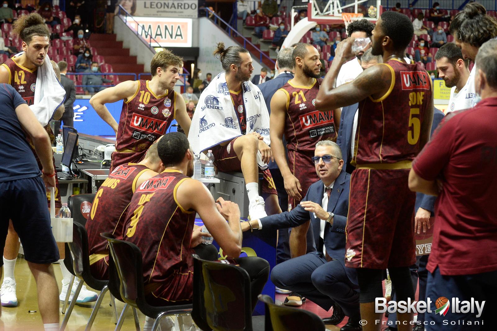 """De Raffaele: """"La miglior dedica va ai giocatori: sacrificio e disponibilità da parte di tutti"""""""