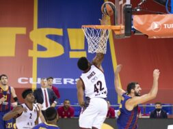 Kyle Hines, Barcellona, 2020-12-11 (2)