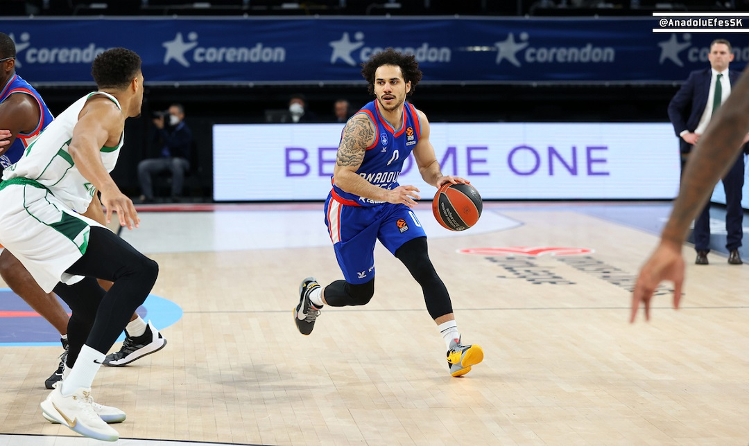 EuroLeague – Strepitoso Larkin, l'Efes sbanca il campo del Baskonia al supplementare