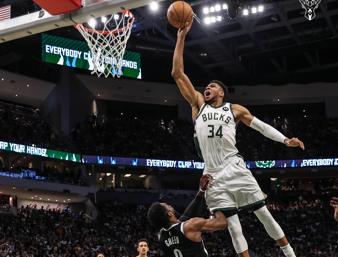 #NBAPlayoffs: I Nets perdono Irving e la partita; Bucks sul 2-2 con un grande Giannis