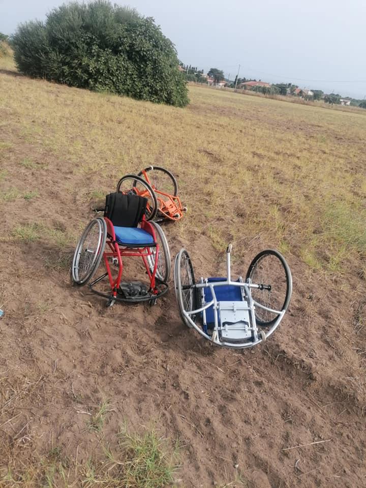 DinamoLab Sassari – Rubate, usate per strada e poi gettate in un campo le carrozzine dei giocatori